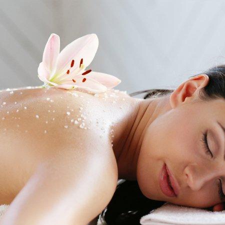 masaje-aceite-rosas-flores-secas